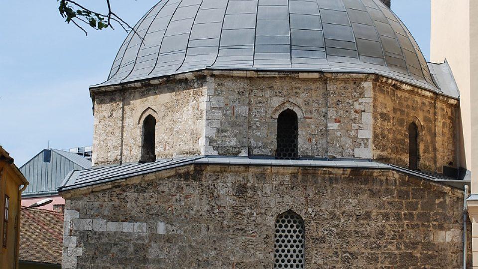 Mešita paši Hasana Jakovaliho se jako jediná v Maďarsku dochovala i s úhledným minaretem