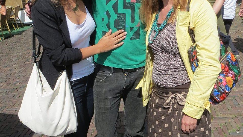 Čeští turisté na sýrovém trhu v Alkmaaru