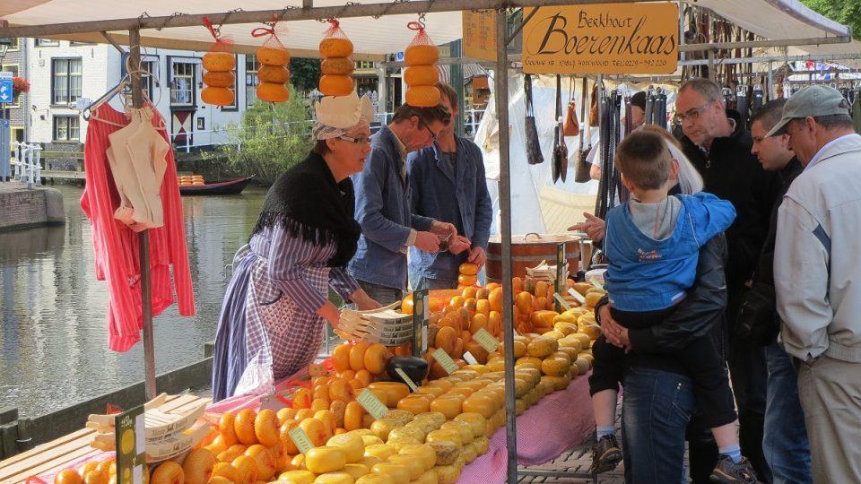 Prodej sýrů v centru Alkmaaru