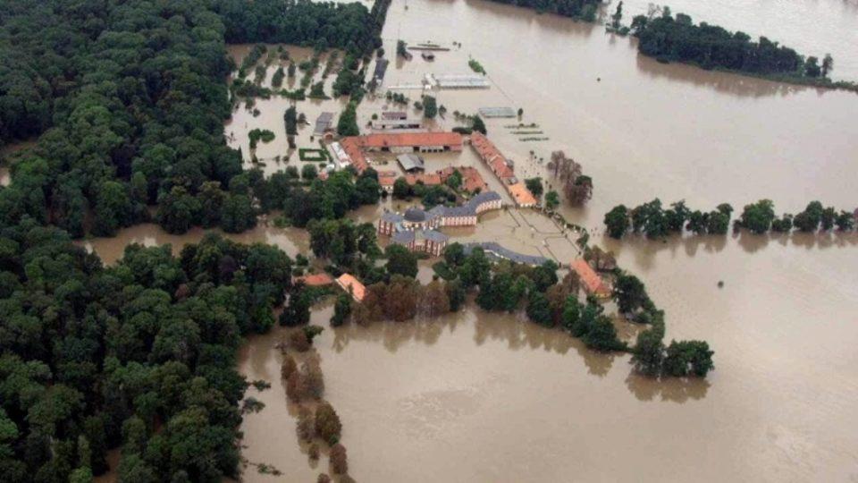 Letecký snímek - povodeň Veltusy 2002