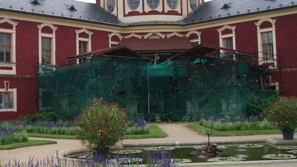 Zámek Veltrusy - deset let po ničivých povodních