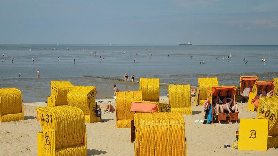 Plážové koše chrání turisty před větrem