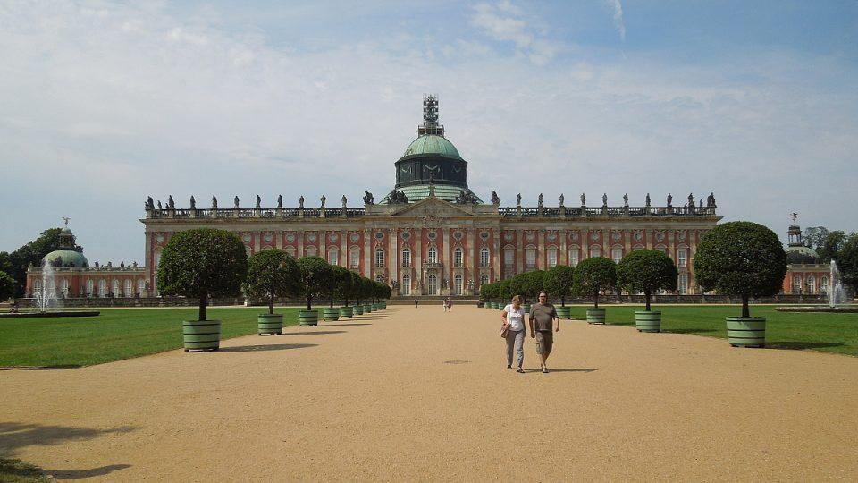 Nový palác, z estetického hlediska bezchybný, měl řadu závad