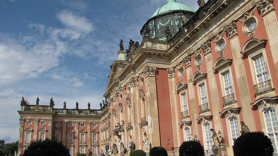 Nový palác měl být velkolepou stavbou, která ohromí na první pohled