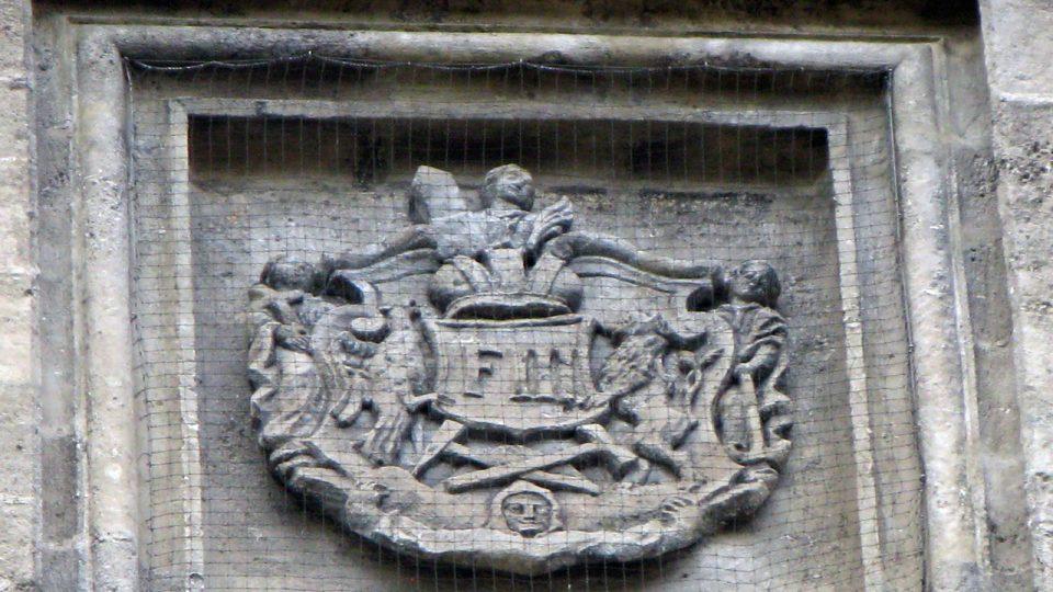 Detail z fasády kostela Panny Marie Na Náměti