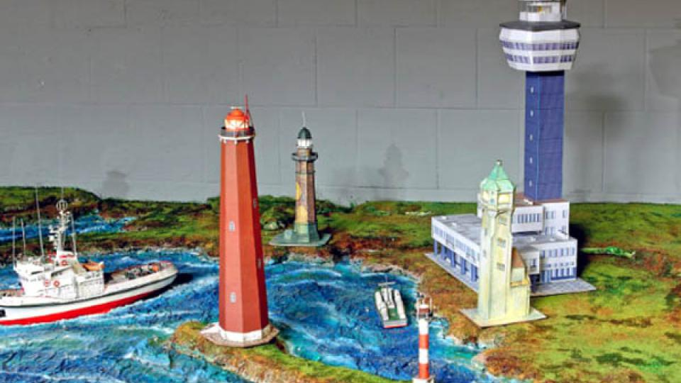 Součástí expozice jsou také modely lodí a majáků