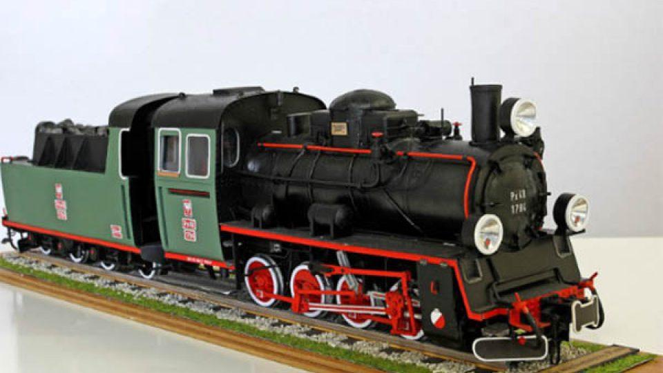 Mezi vystavenými papírovými modely nechybí ani vlaky