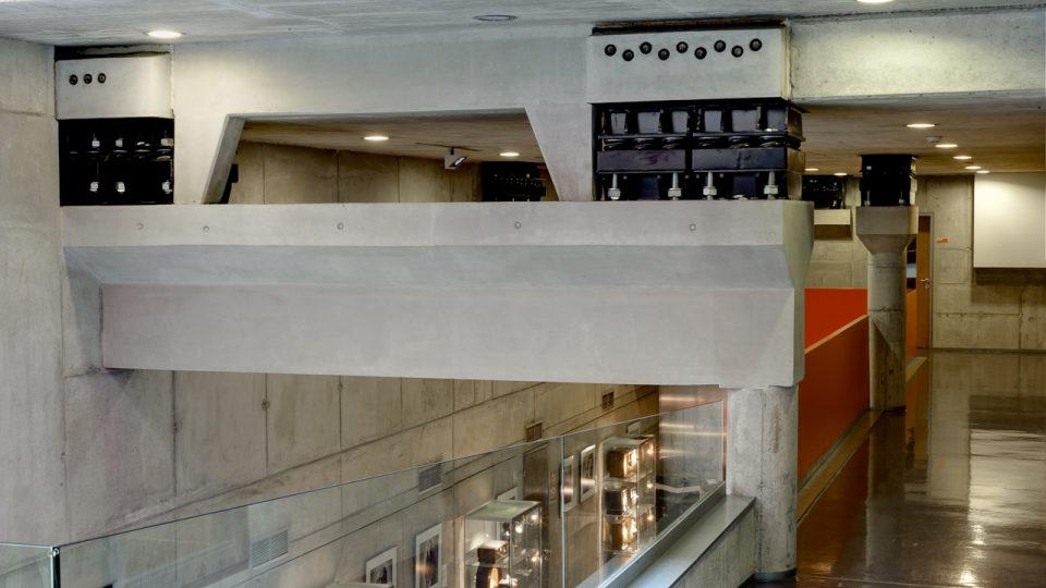 Pérování chrání budovu v Římské ulici proti otřesům z tunelu metra, které vede pod budovou rozhlasu.