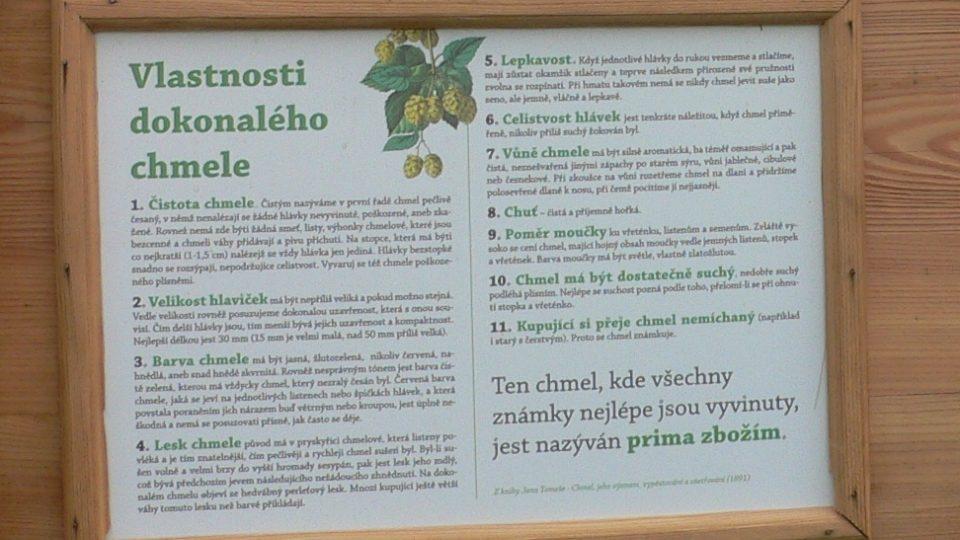 Informační tabule u tyčové chmelnice v Kolešovicích