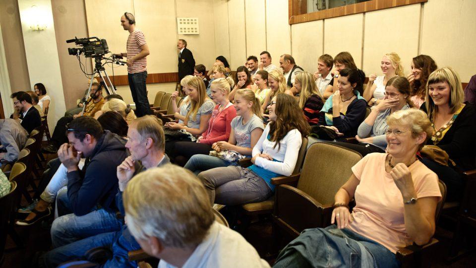 Reakce diváků při dotazu na gorilly pavilon ve Dvoře Králové