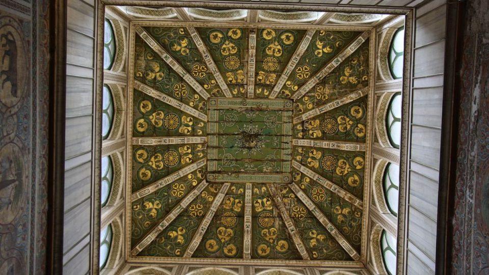 Ve věži Pisana sídlila za vlády Fridricha II. škola poezie