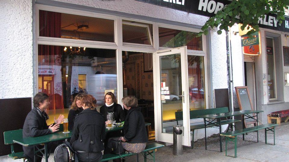 Populární domácí pivovar Hops and Barley ve čtvrti Friedrichshain