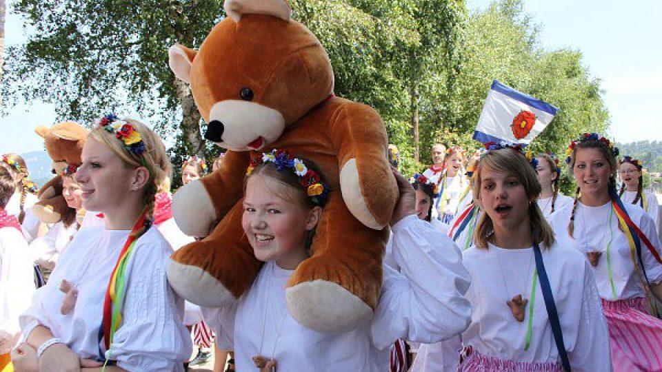 Na cesty do zahraničí jezdí sbor i se svými maskoty - plyšovými medvědy