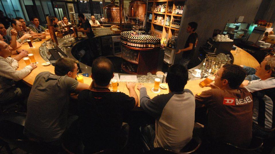 Pivovarská hospoda v Kacrinu je v obležení