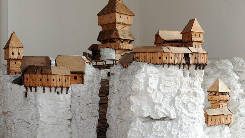 Model Drápských světniček se středověkým hradem