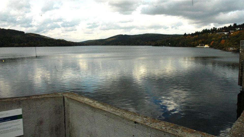 Hladnina Breněnské přehrady zůstala  třetí sezónu po sobě čistá
