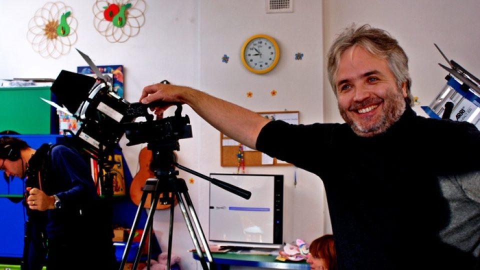 Režisér Ondřej Kepka při natáčení v jihlavské Mateřské škole a speciálním pedagogickém centru