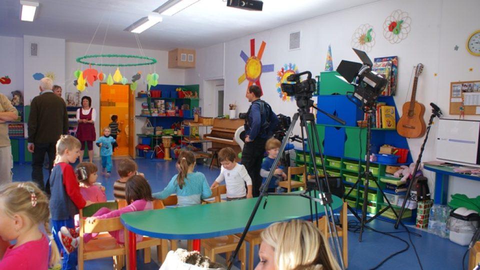 Početný televizní štáb v jihlavském speciálním pedagogickém centru