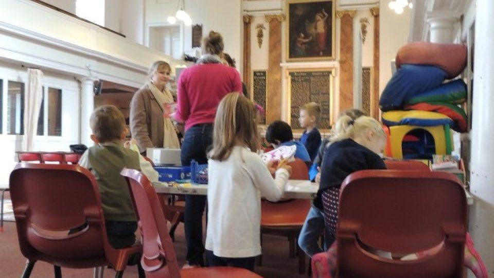 Českou školu navštěvují děti z česko-britských manželství nebo potomci Čechů žijících v Anglii