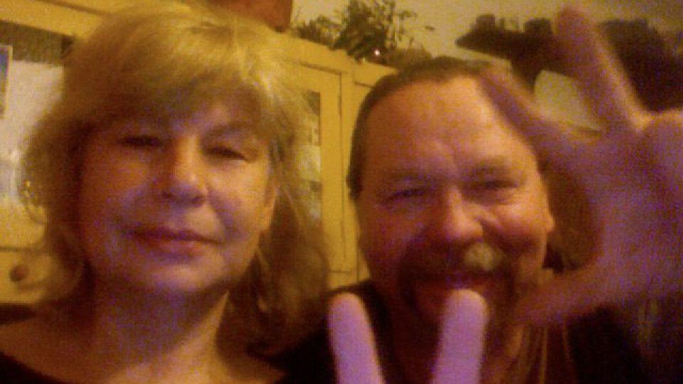 Silva a Jaroslav Chnapkovi žijí v bývalém mlýně v Osvračíně u Domažlic od roku 1981. Komunistům, kteří Chnapkovým jejich majetek vyvlastnili, překazil plány listopad 1989