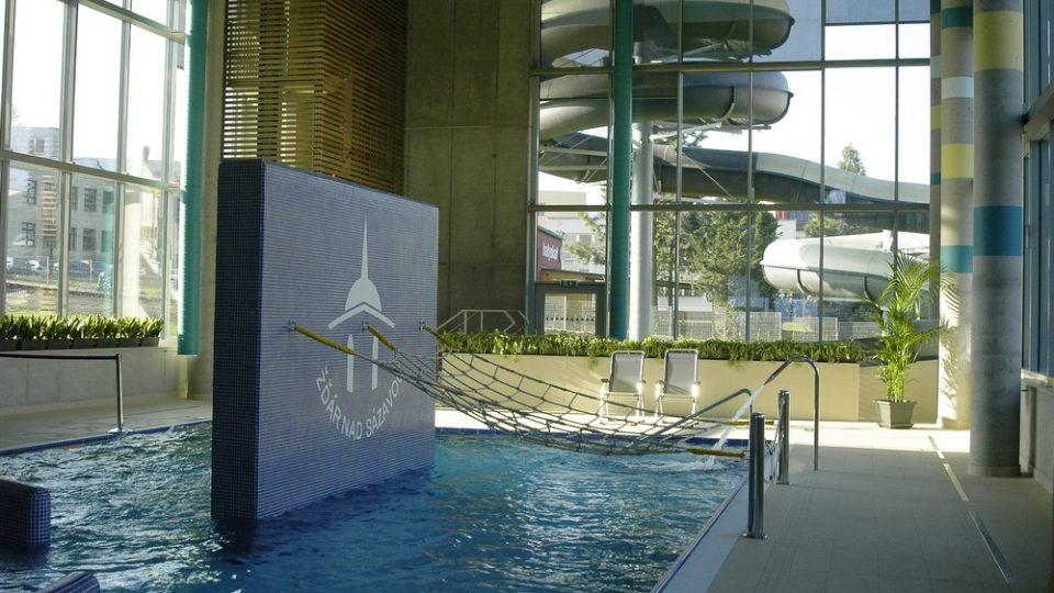Relaxační centrum nabízí herní prvky i stometrový tobogán