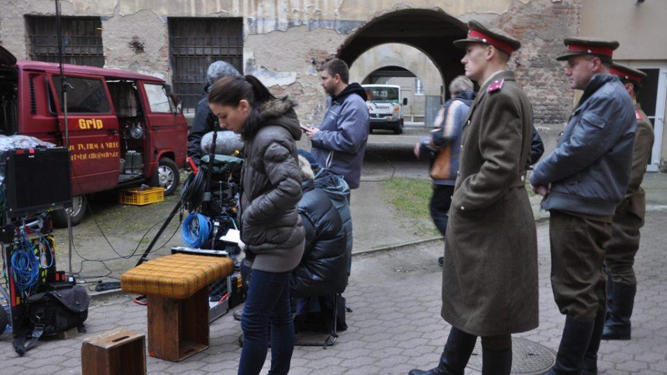 Z natáčení České televize v bývalé mladoboleslavské věznici