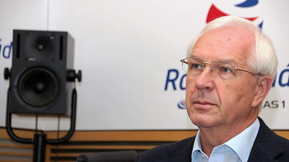 Profesor Jiří Drahoš ve studiu Radiožurnálu