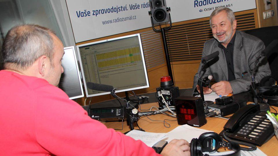 Oldřich Jirsák a Jan Pokorný ve studiu Radiožurnálu