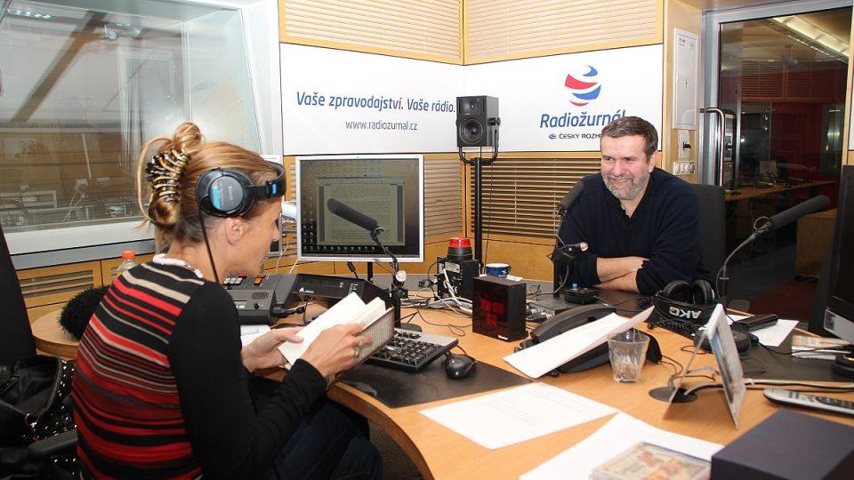 Vlastimil Vondruška během rozhovoru s Lucií Výbornou