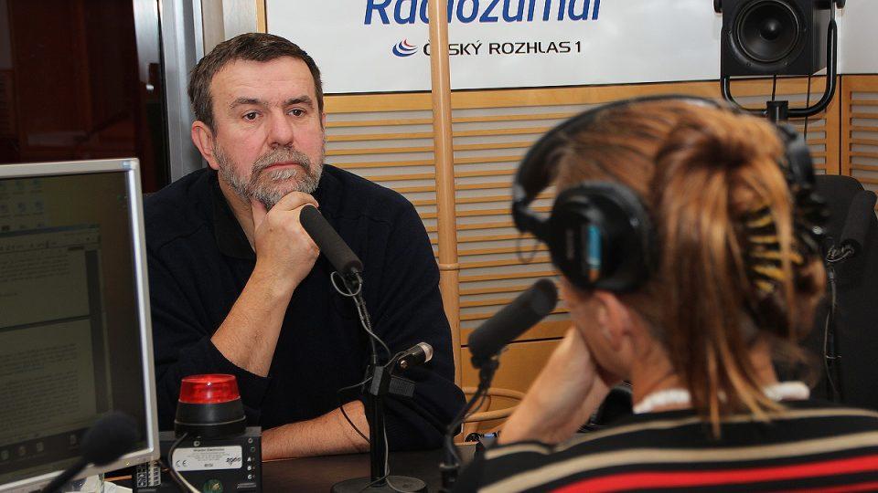 Vlastimil Vondruška odpovídal na otázky Lucie Výborné