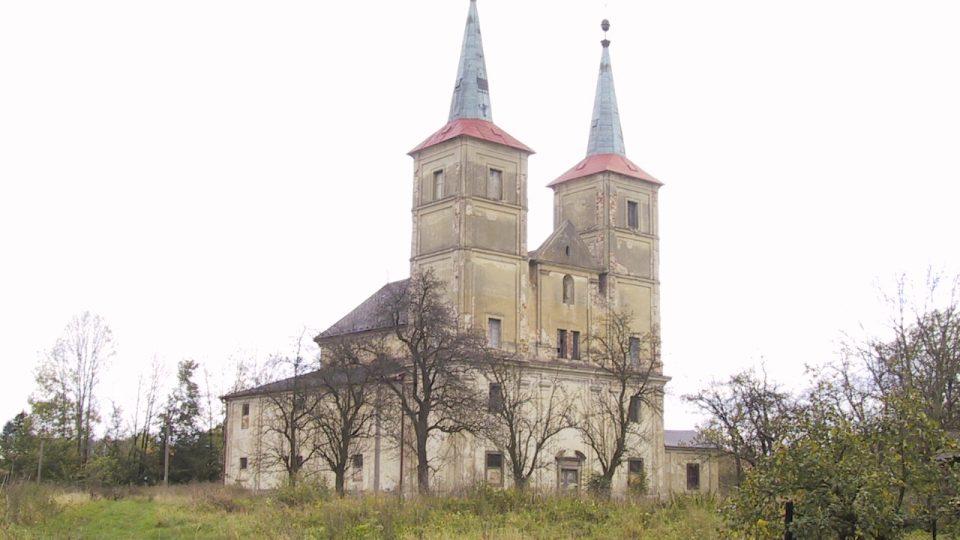 Kostel svaté Markéty v Podlažicích před dokončením rekonstrukce