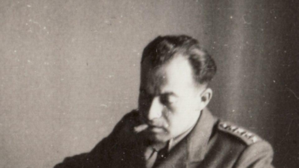 Karel Vaš v pracovně generálního štábu 1945