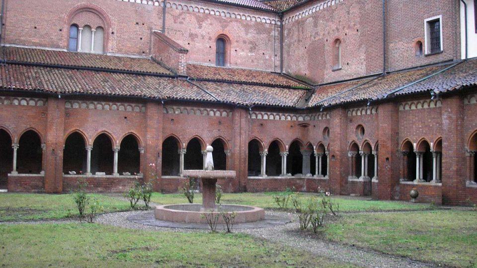 Společenství cisterciáckých bratří v Chiaravalle udržuje opatství až do současnosti