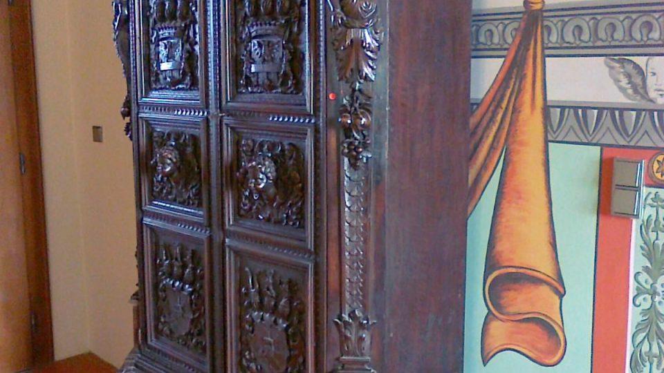 Skříň v Rytířském sále