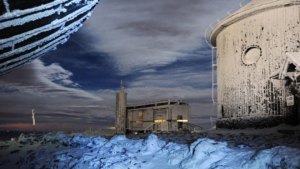 Silvestr na Sněžce - zimní poštovna a kaple
