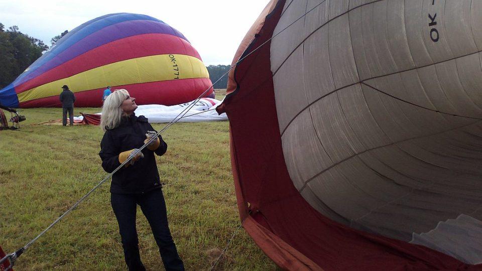 Lada Klokočníková před startem balonu