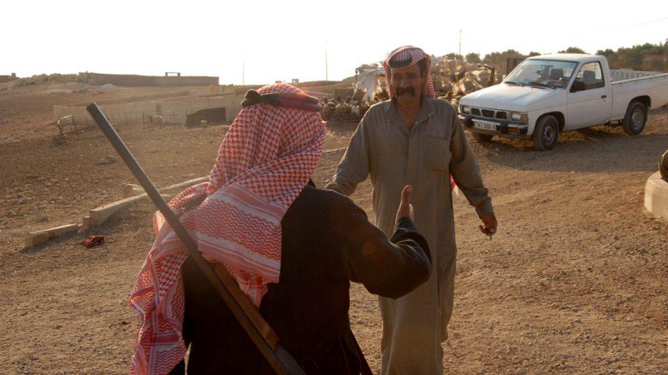 Zbraně slouží beduínům na ochranu před zločinci i pouštními šelmami