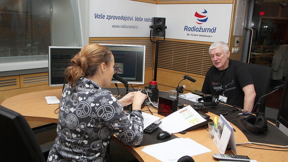 Miroslav Jakeš během rozhovoru s Lucií Výbornou