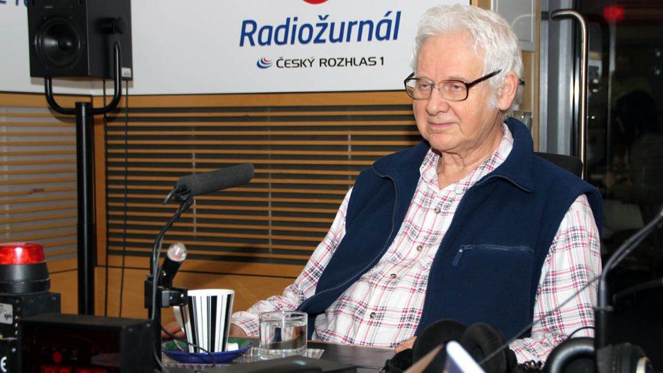 Milan Hejný ve studiu Radiožurnálu