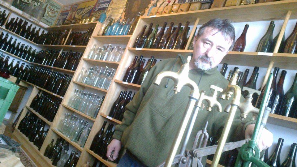 Sběratel pivních lahví František Jurčík