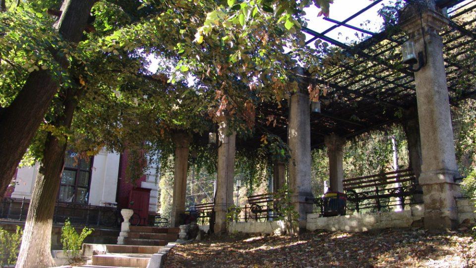 Nádražní peron (Herkulovy lázně)