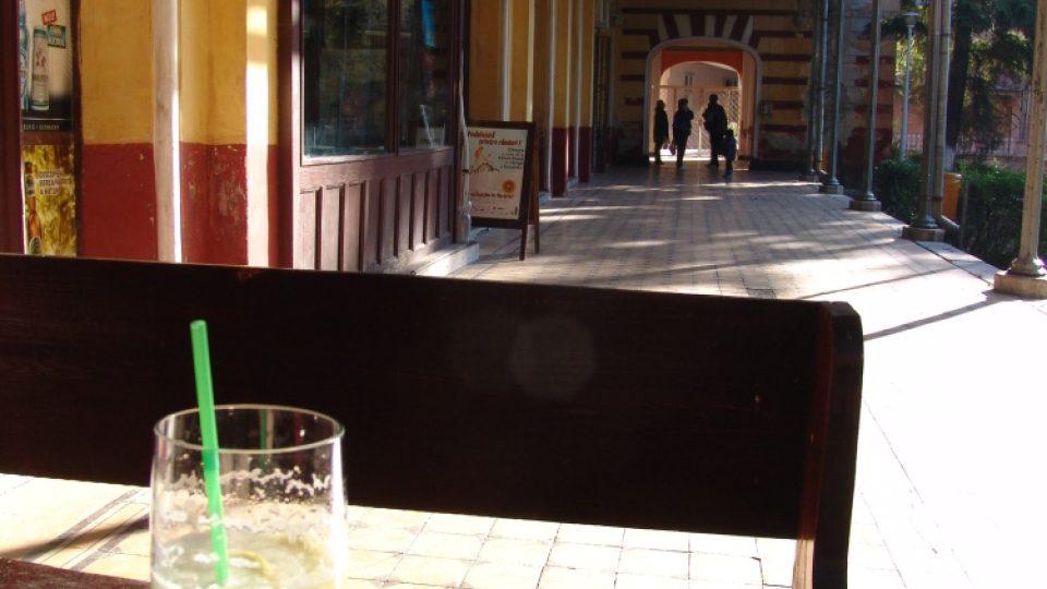 Před bývalým kasinem (Herkulovy lázně)