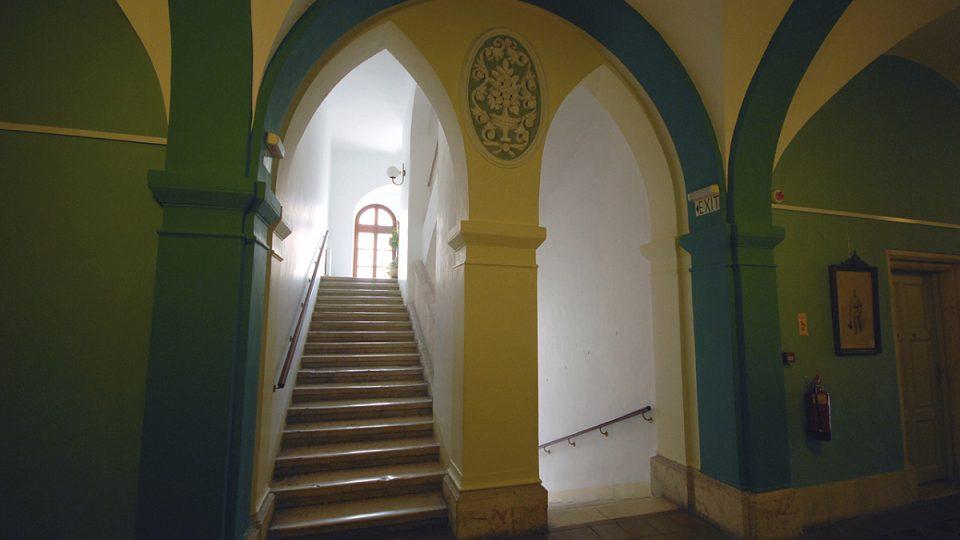Stejně jako před 150 lety, i dnes Rakouský hospic poskytuje ubytování poutníkům a turistům