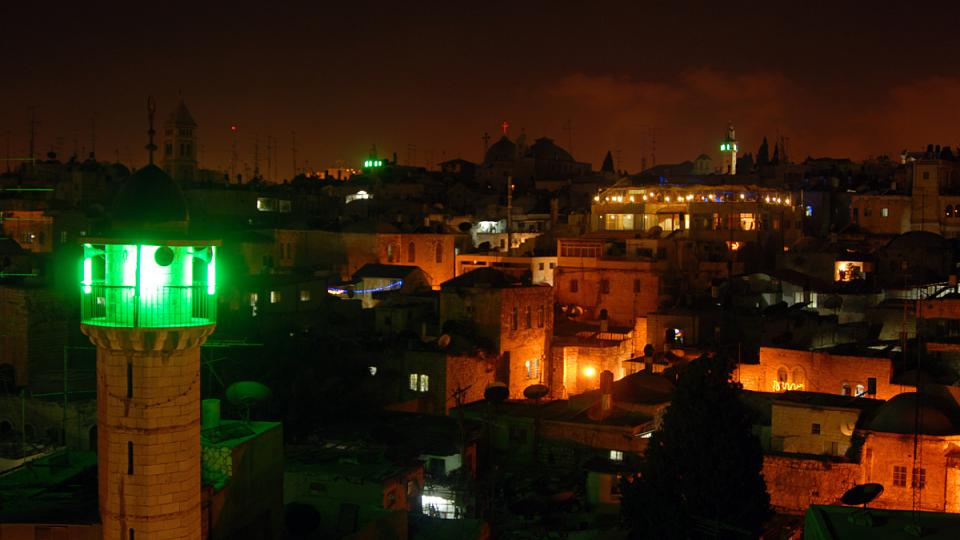 Střecha Rakouského hospicu nabízí jedinečný výhled na arabské čtvrti Jeruzaléma