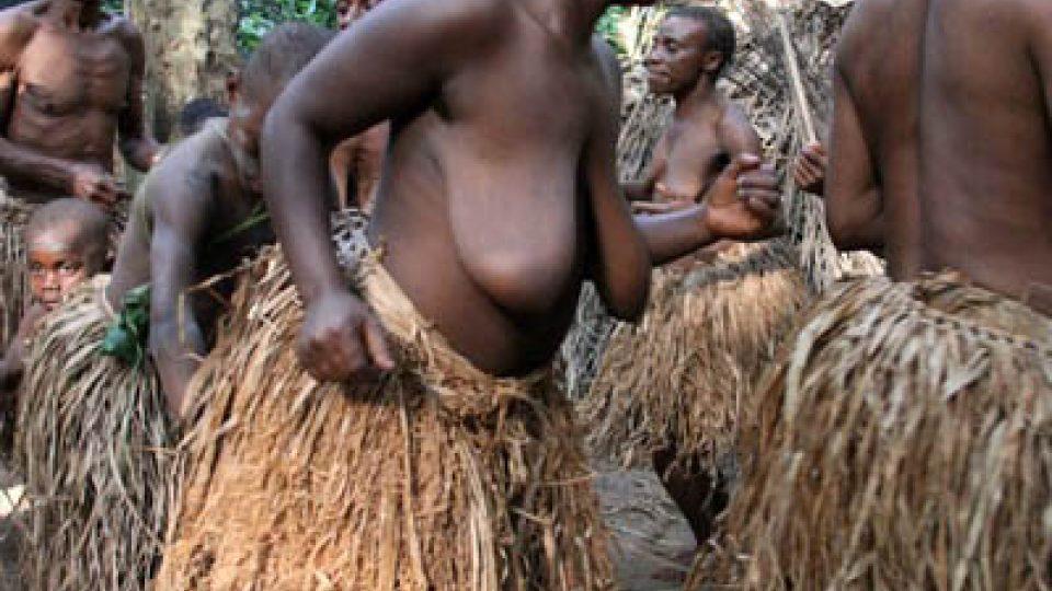 Tanec provází pygmeje doslova celým životem