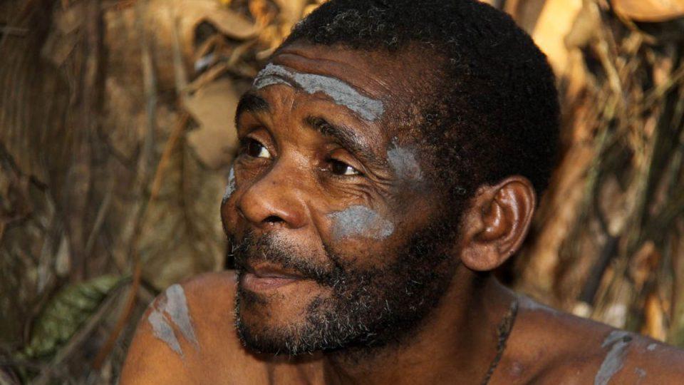 Náčelník kmene kamerunských pygmejů