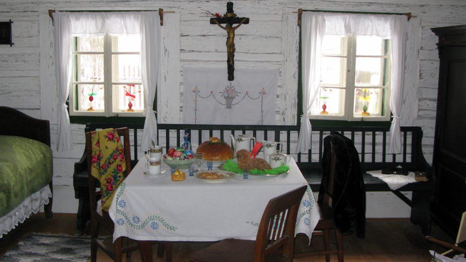 Sváteční stůl připravený pro hodování během Velikonočního pondělí