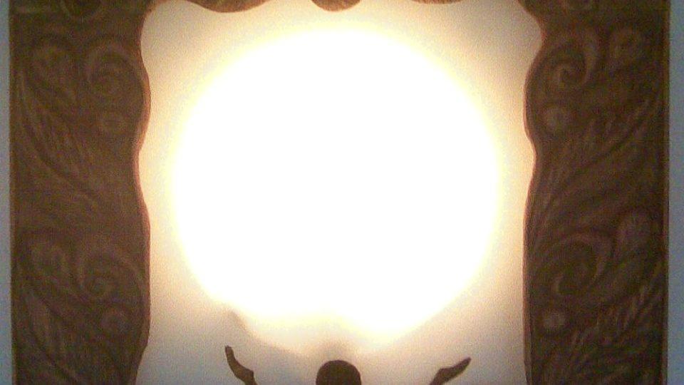 Rám osvětlení, také z řezbářské dílny Petra Rajcherta