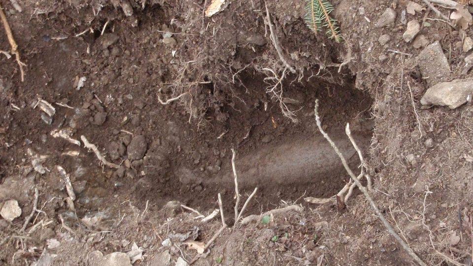 Nalezená dělostřelecká mina u Kolové na Sokolovsku