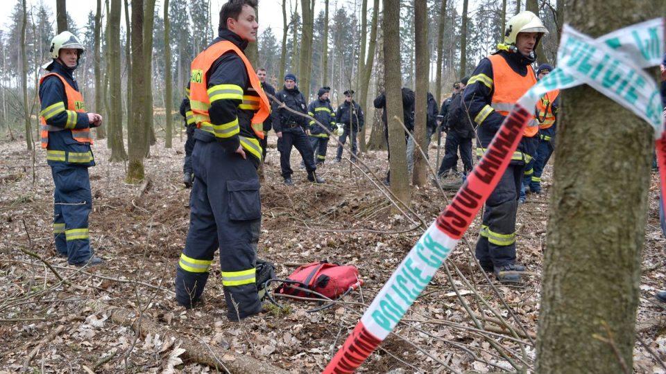 Hasiči asistují při likvidaci nalezené dělostřelecké miny u Kolové na Sokolovsku